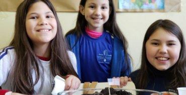 Inglês: 5ºs anos fazem apresentações sobre diversos países