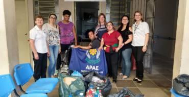 Tampinha Legal: Escola doa Tampinha para a APAE